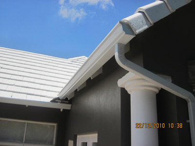 Completed Seameless Gutter with Down-pipe in White.
