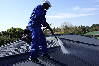 HIGH PRESSURE TIN ROOF CLEANING.